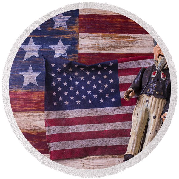 Old Uncle Sam And Flag Round Beach Towel