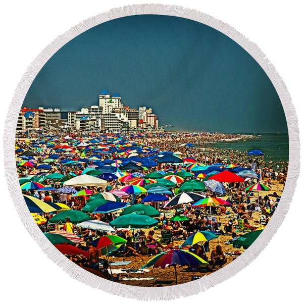 On The Beach In August Round Beach Towel