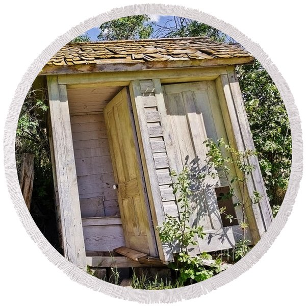 Outhouse For Two Round Beach Towel