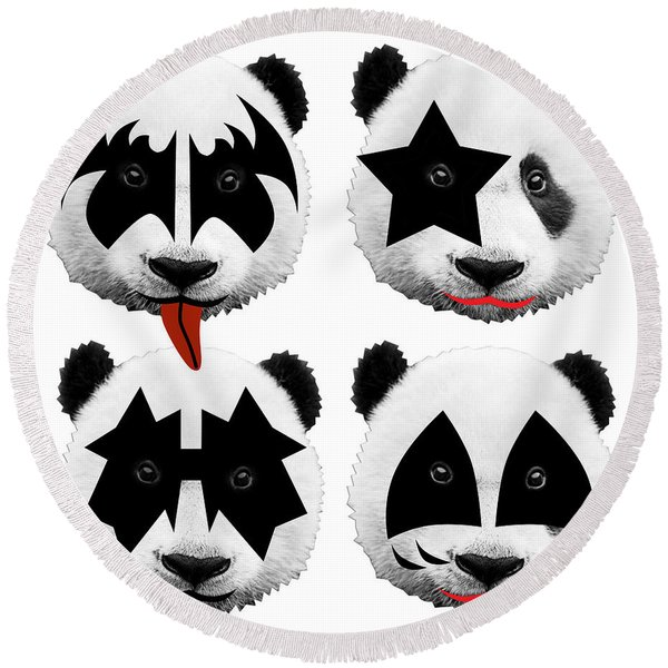 Panda Kiss  Round Beach Towel