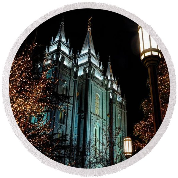 Salt Lake City Mormon Temple Christmas Lights Round Beach Towel