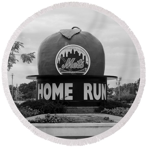 Shea Stadium Home Run Apple In Black And White Round Beach Towel