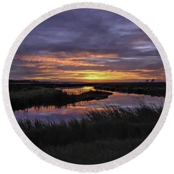 Sunrise On Lake Shelby Round Beach Towel