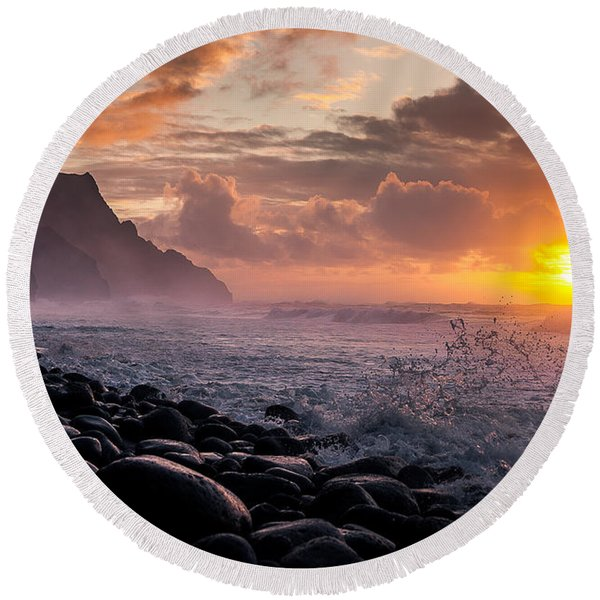 Round Beach Towel featuring the photograph Sunset On The Kalalau by Tim Newton