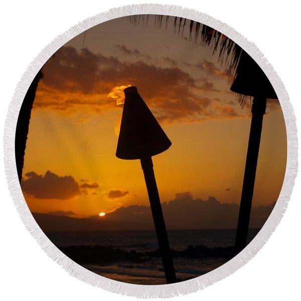 Tiki Time In Maui Round Beach Towel