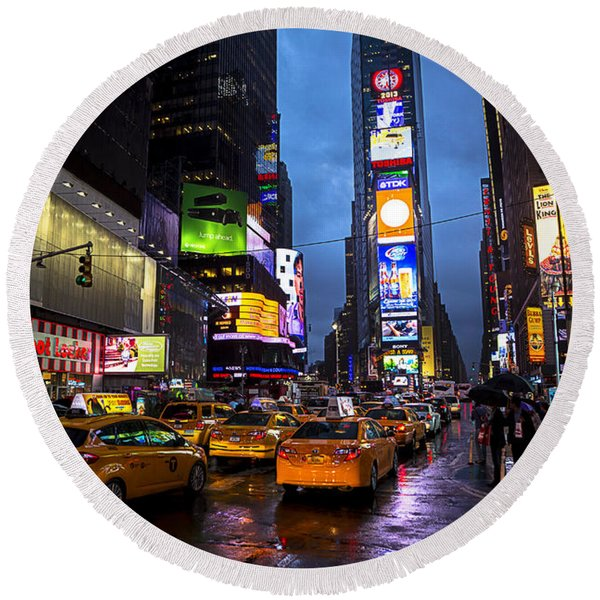 Times Square In The Rain Round Beach Towel