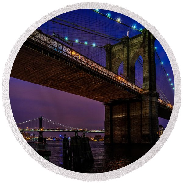 Twilight At The Brooklyn Bridge Round Beach Towel