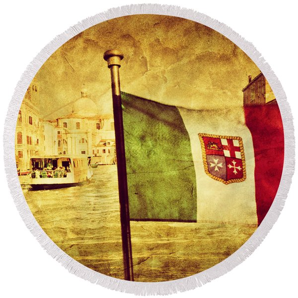 Venice Grand Canal And The Flag Of Italy Round Beach Towel