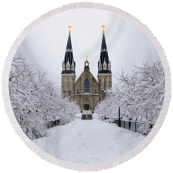 Round Beach Towel featuring the photograph Villanova University In The Snow by Bill Cannon