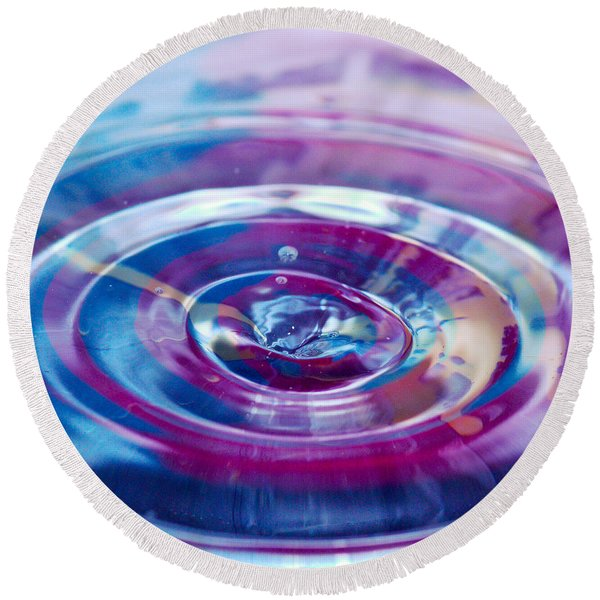 Water Splash Rings Round Beach Towel
