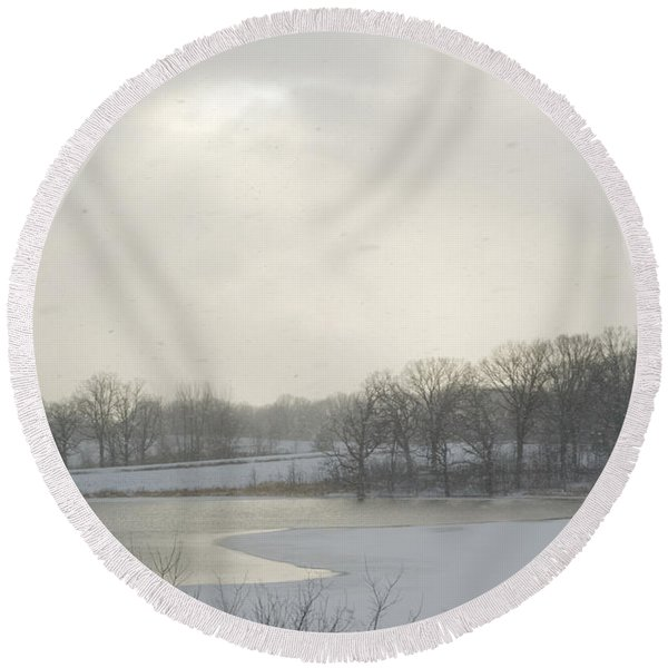 Winter Lake And Forest Round Beach Towel