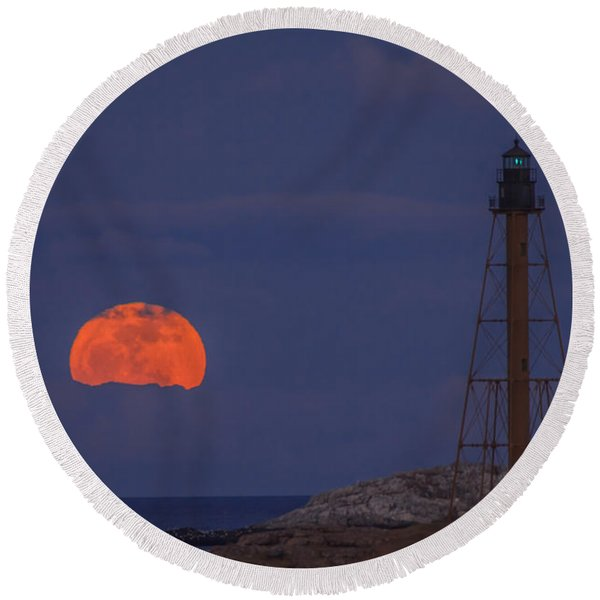 Winter Moon Rising Over Marblehead Light Round Beach Towel
