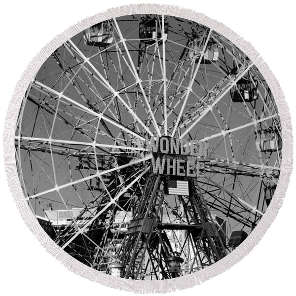 Wonder Wheel Of Coney Island In Black And White Round Beach Towel