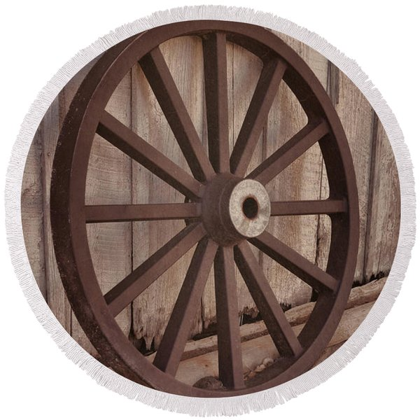 An Old Wagon Wheel Round Beach Towel