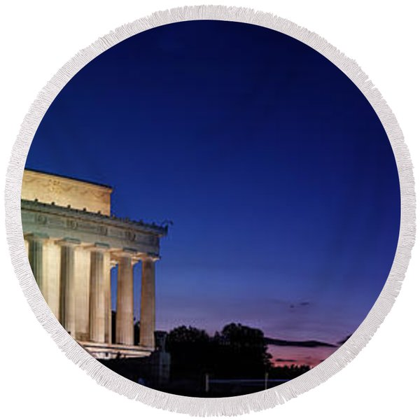 Lincoln Memorial At Sunset Round Beach Towel
