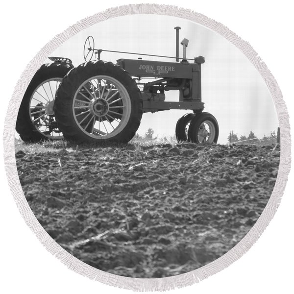 Old Tractor II In Black-and-white Round Beach Towel