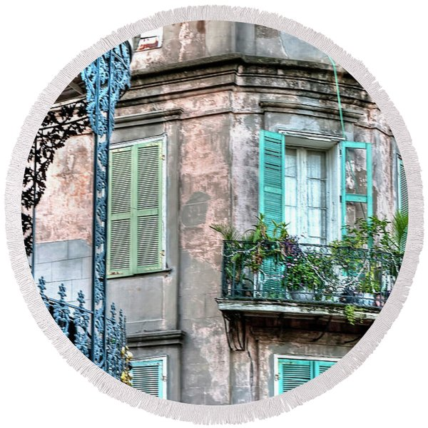 0254 French Quarter 10 - New Orleans Round Beach Towel