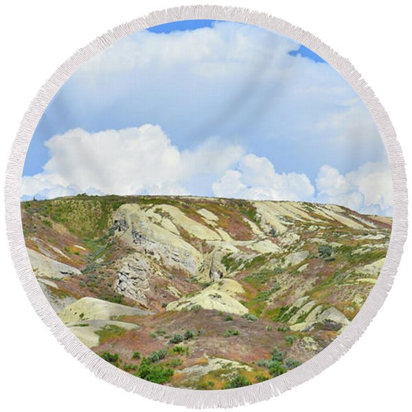 Badlands In Wyoming Round Beach Towel