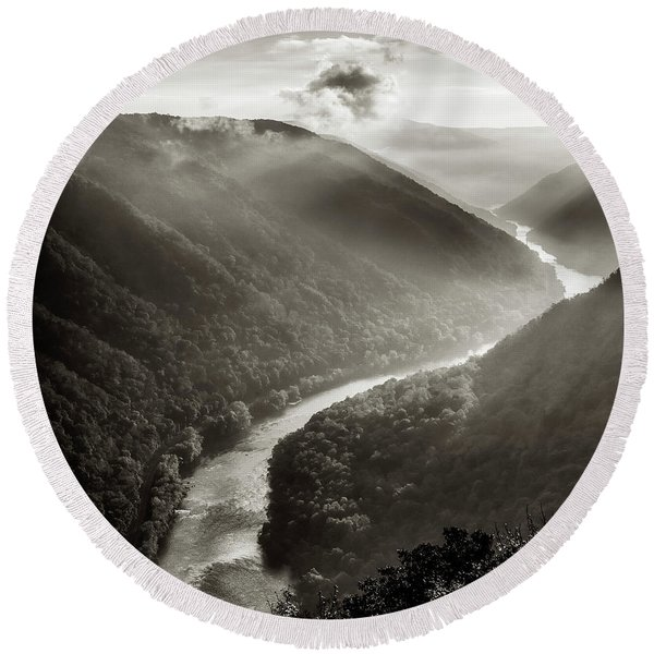 Grandview In Black And White Round Beach Towel