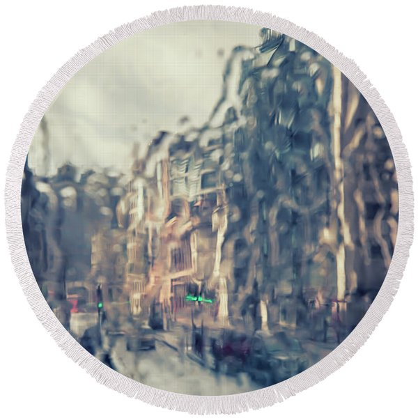 Round Beach Towel featuring the photograph London In Rain by Ariadna De Raadt