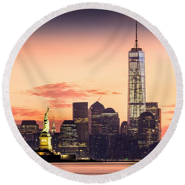 Lower Manhattan And The Statue Of Liberty At Sunrise Round Beach Towel