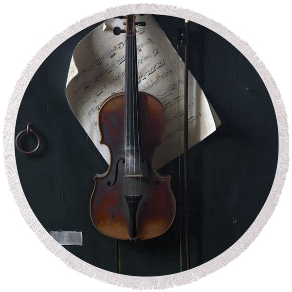 The Old Violin Round Beach Towel