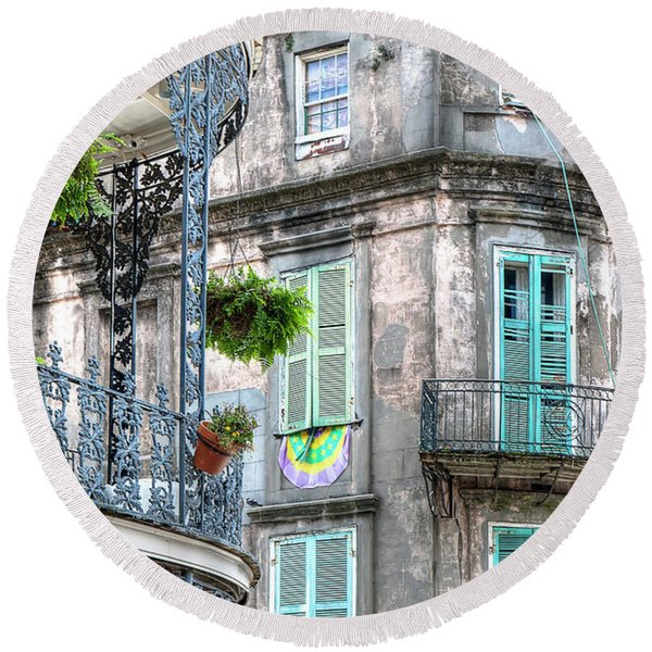 1358 French Quarter Balconies Round Beach Towel