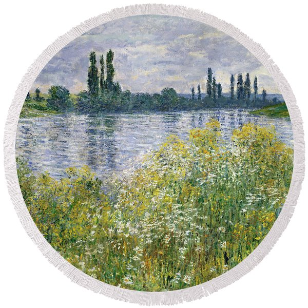 Banks Of The Seine, Vetheuil Round Beach Towel
