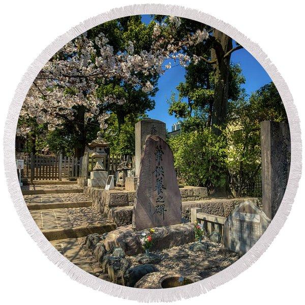 47 Samurai And Cherry Blossoms Round Beach Towel