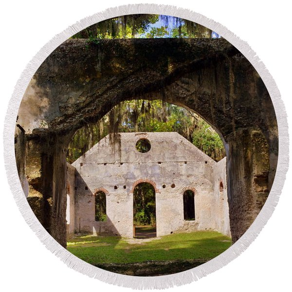A Look Into The Chapel Of Ease St. Helena Island Beaufort Sc Round Beach Towel