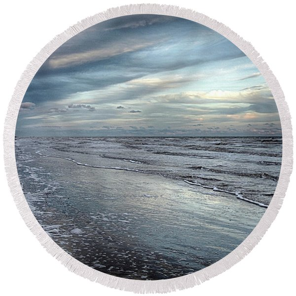 A Peaceful Beach Round Beach Towel
