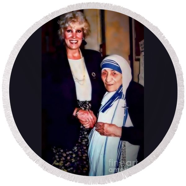 A Vist With Mother Teresa Round Beach Towel