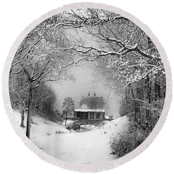 A Winter's Tale In Centerport New York Round Beach Towel