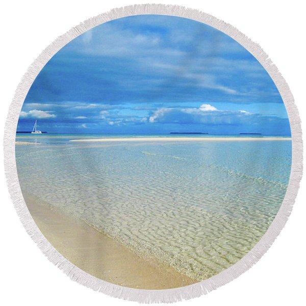 Adagio Alone In Ouvea, South Pacific Round Beach Towel