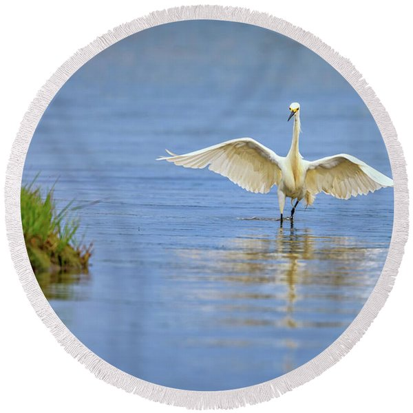 An Egret Spreads Its Wings Round Beach Towel
