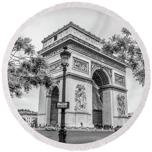Arc De Triomphe In Paris At Place Charles De Gaulle, Blk Wht Round Beach Towel