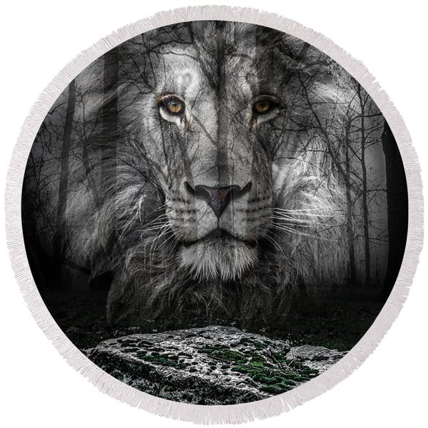 Aslan And The Stone Table Round Beach Towel