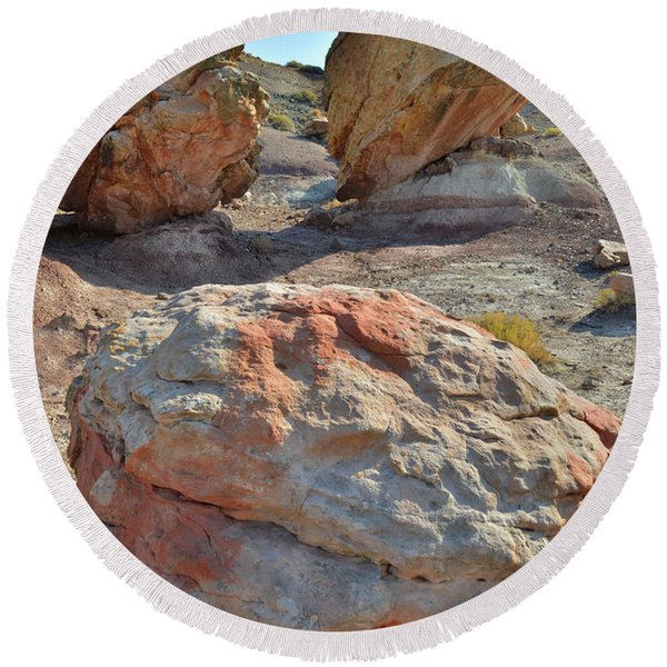 Balanced Boulders In Bentonite Site Round Beach Towel