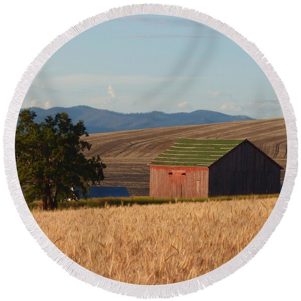 Barn And Wheat Round Beach Towel