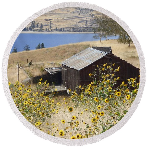 Barn With Sunflowers Round Beach Towel