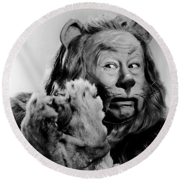 Cowardly Lion In The Wizard Of Oz Round Beach Towel