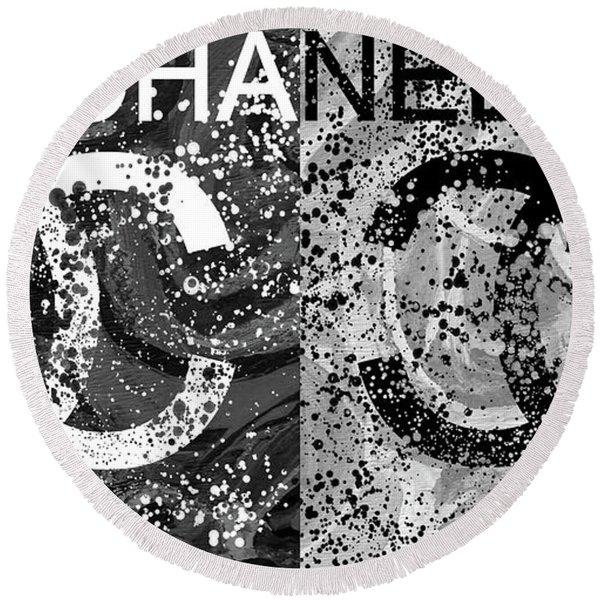 Black And White Chanel Art Round Beach Towel