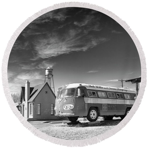 Round Beach Towel featuring the photograph Bob Wills And The Texas Playboys Tour Bus Turkey Tx by Mary Lee Dereske