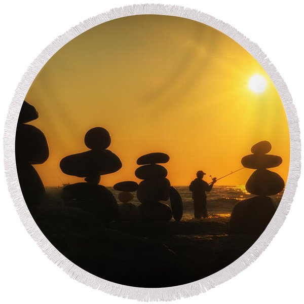 Boulders By The Sea Round Beach Towel