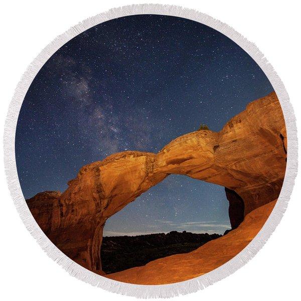 Broken Arch And Milky Way Round Beach Towel