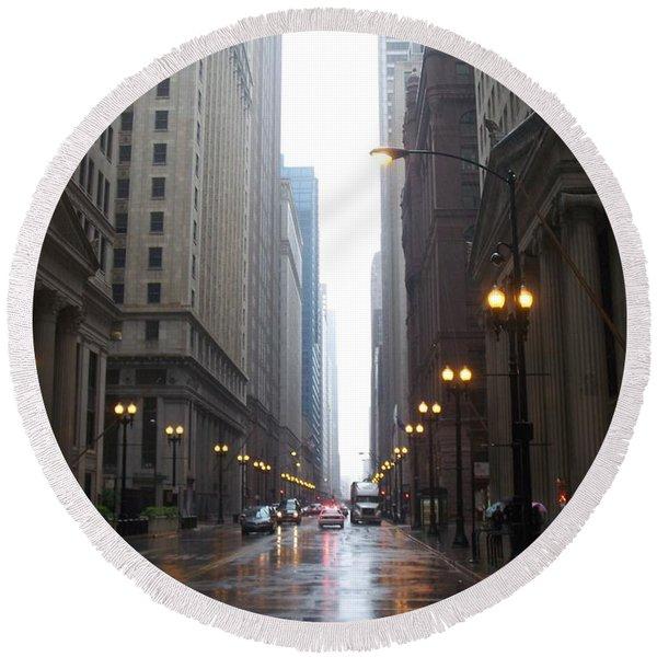 Chicago In The Rain 2 Round Beach Towel