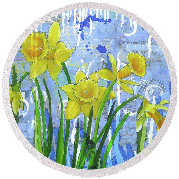 Daffodil Ding Dongs Round Beach Towel