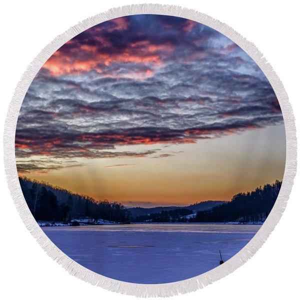 December Dawn On The Lake Round Beach Towel