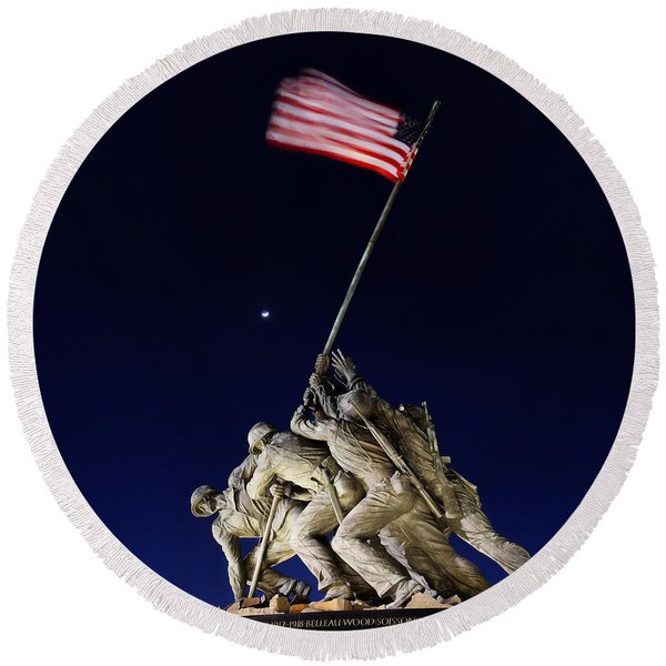 Digital Liquid - Iwo Jima Memorial At Dusk Round Beach Towel
