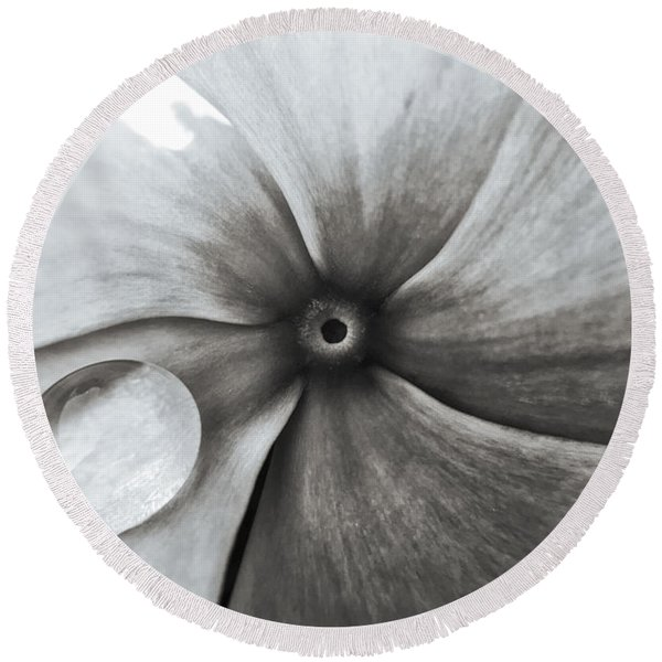 Downward Spiral Round Beach Towel